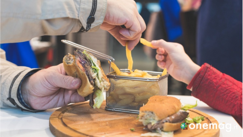 Cosa non mangiare negli aeroporti, la carne