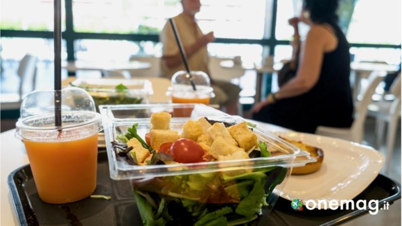 Cosa non mangiare negli aeroporti, la frutta e la verdura