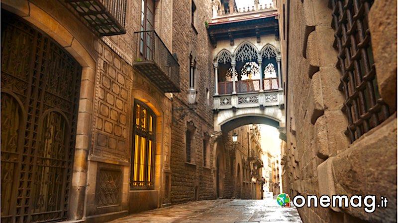 Le più belle strade di Barcellona, Carrer del Bisbe