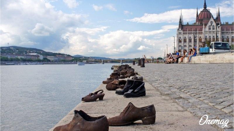 La storia delle scarpe sul Danubio