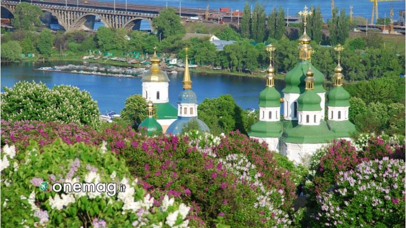 Kiev, Orto botanico e serra Hryshko