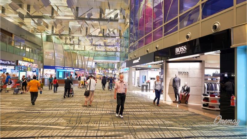 L'aeroporto del futuro Singapore Changi, area shopping