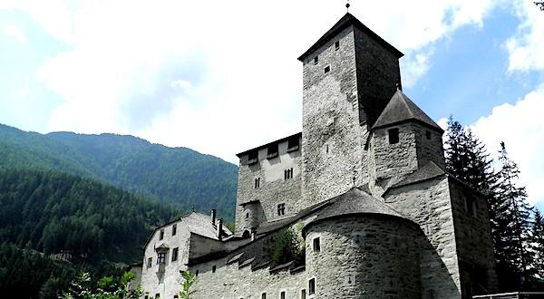 Cosa vedere a Brunico, Castel Taufers