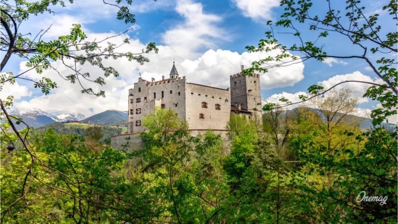 Brunico, castello