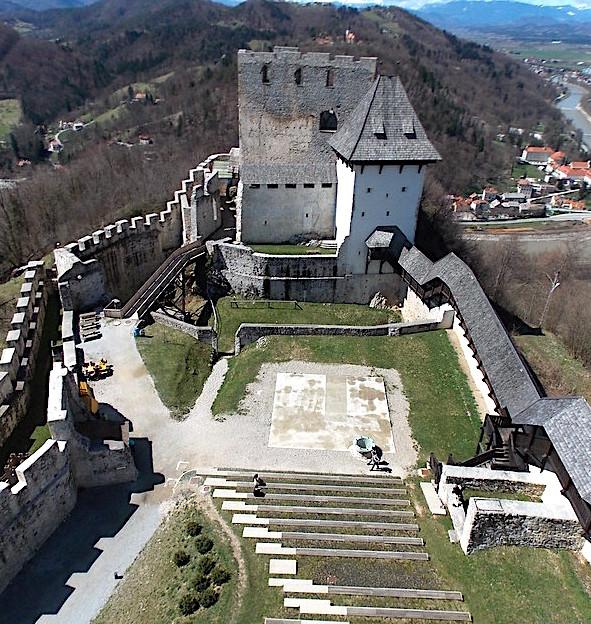 Il Castello di Celje, veduta del cortile