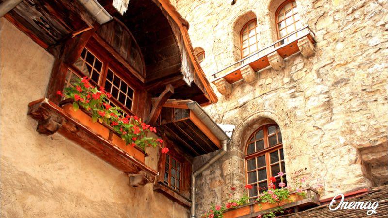 Il castello di Chillon, veduta del cortile interno