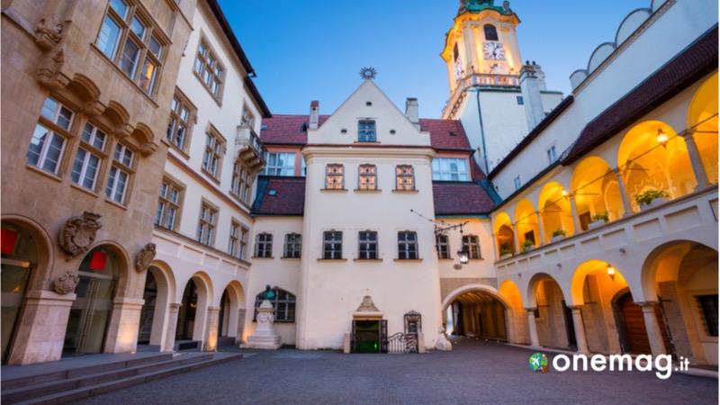 Cosa vedere nella piazza principale di Bratislava, il vecchio municipio