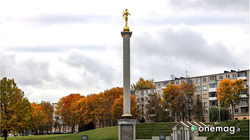 Siauliai, monumento Golden Boy