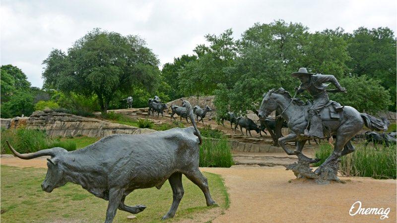 Guida turistica di Dallas, Pioneer Plaza