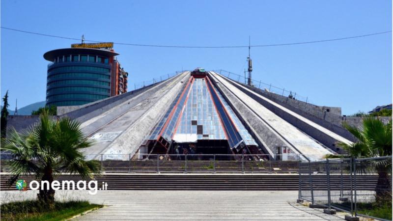 Cosa visitare a Tirana, la piramide di Hoxha