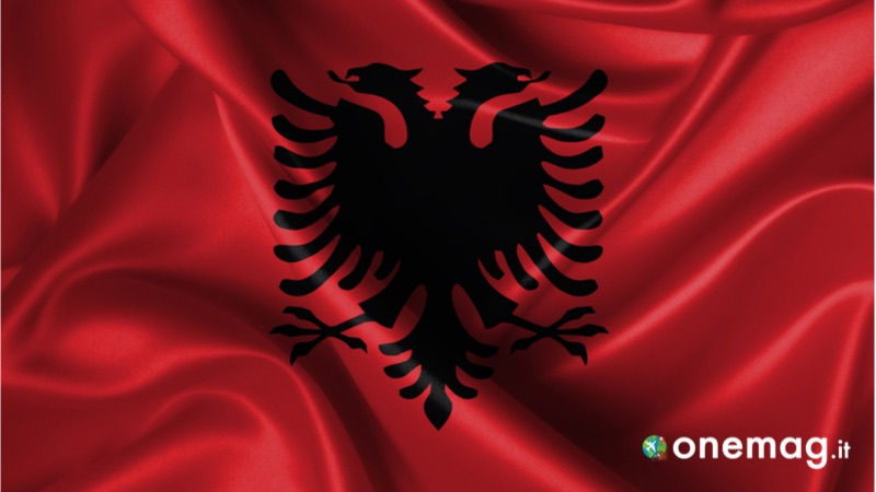 Albania, guida turistica di viaggio, bandiera albanese