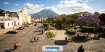 Antigua, la città in Guatemala che convive con i vulcani
