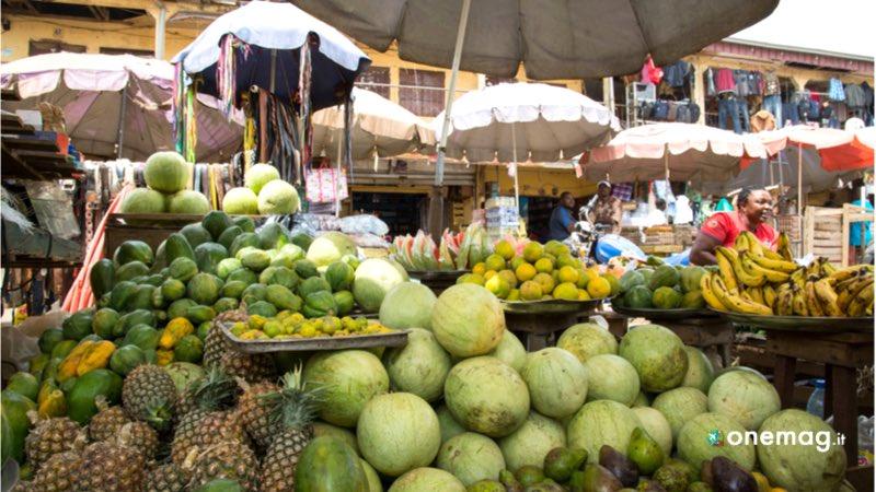 Mercato alimentari nel Camerun