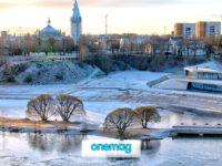 Narva, il fiume e la città della Estonia