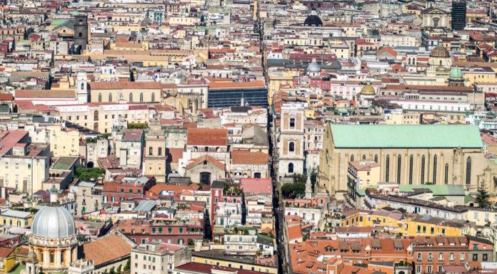Cosa vedere a Napoli, Spacca Napoli