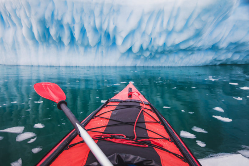 Escursione kayak nei ghiacciai