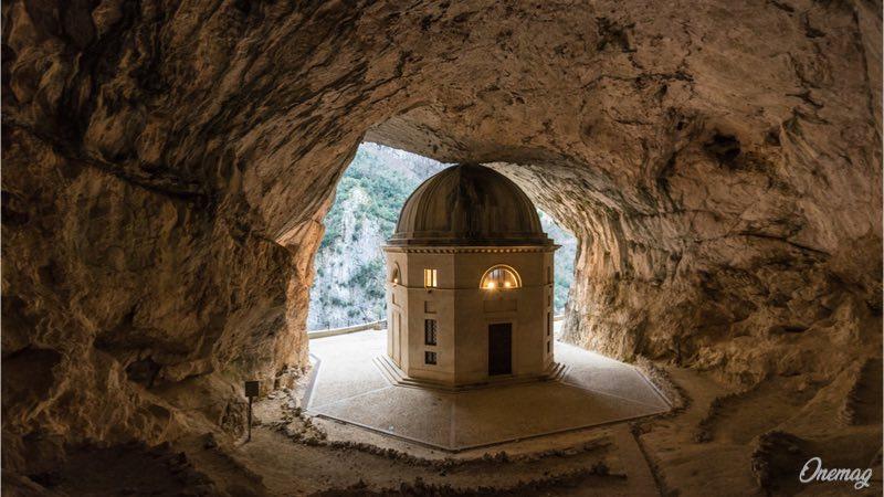 Tempio del Valadier, la chiesa nella roccia