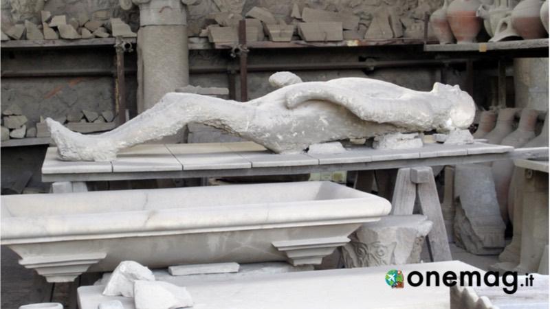 La statua di uomo a Pompei