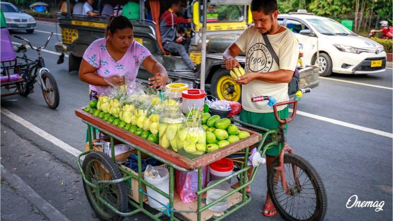 La gastronomia delle Filippine, bancarella con frutta