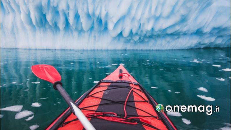 In kayak attraverso i fiordi inesplorati