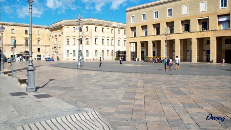 Cosa vedere a Lecce, Piazza Sant'Oronzo