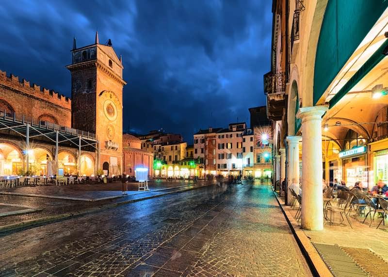 Cosa vedere a Mantova, Piazza Erbe