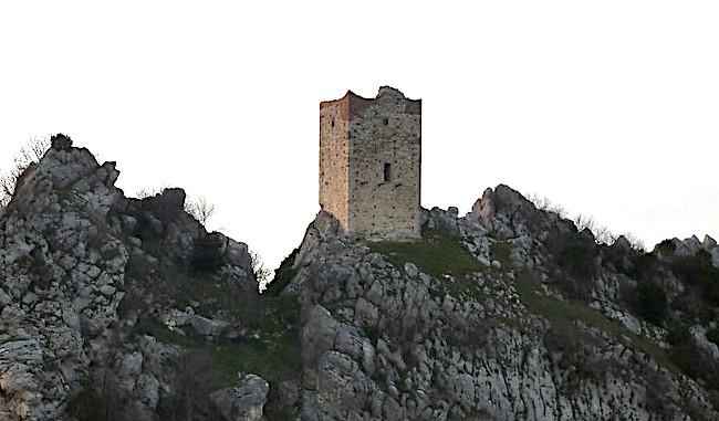 Cosa vedere a Oratino, torre