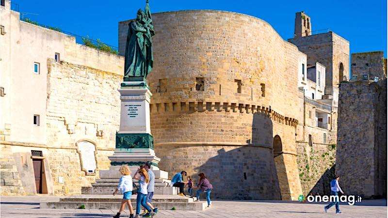 Visitiamo il Salento, monumento ai caduti di Otranto