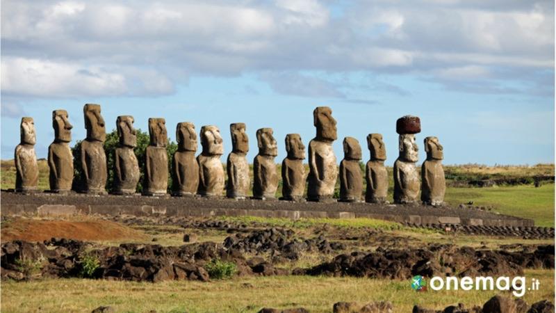 Rapa Nui, la grande Isola di Pasqua, i moiai - le statue in legno
