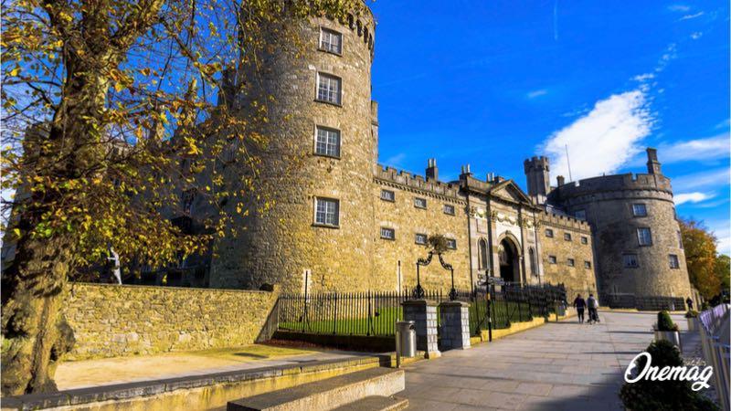 Ponte di Ognissanti in Irlanda, castello di Kilkenny