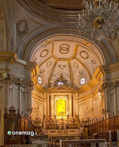 Cosa vedere a Positano, interni della Chiesa di Santa Maria Assunta