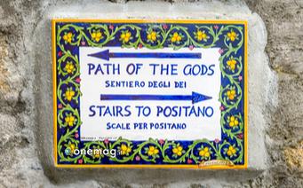 Cosa vedere a Positano, indicazione del Sentiero degli Dei