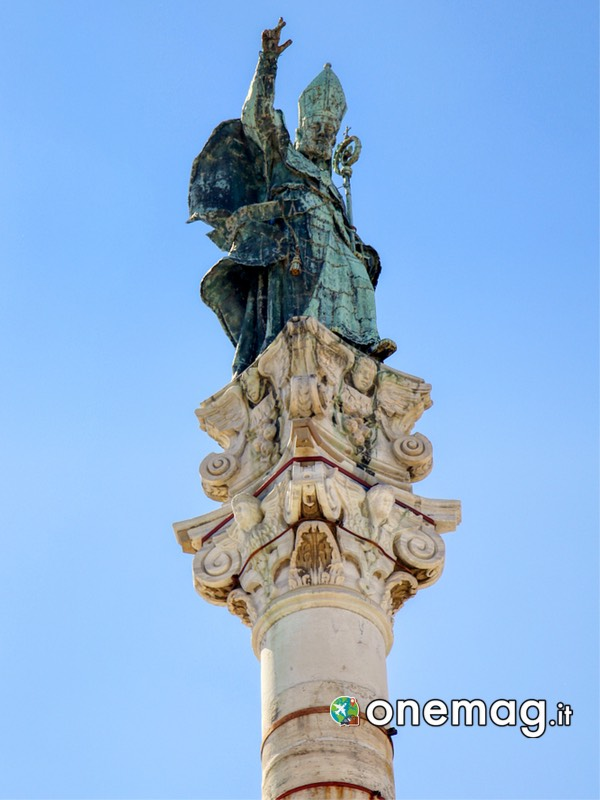 Cosa vedere a Lecce: vedere la statua della Colonna di Sant'Oronzo