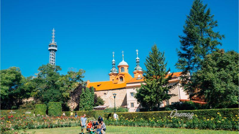 Collina di Petrin, la chiesa di San Lorenzo
