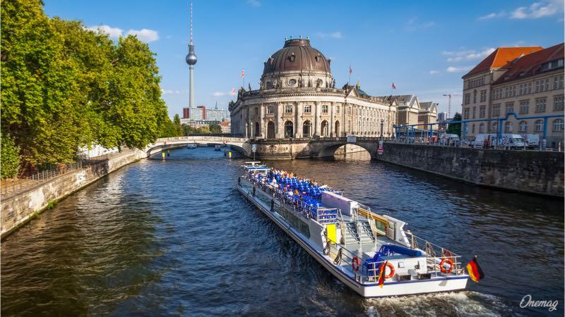 Berlino, il giro della città sul battello
