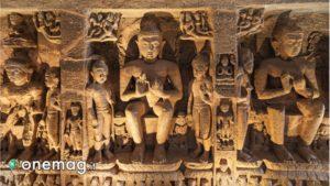 Incisioni nella pietra all'interno delle grotte di Ajanta