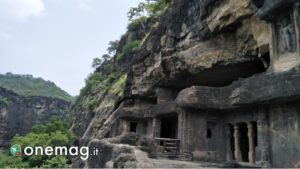 Veduta delle grotte di Ajanta da vicino