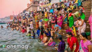 Bagno spirituale nel fiume Gange