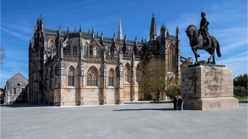 Monastero di Batalha, statua equestre di Nuno Álvares Pereira