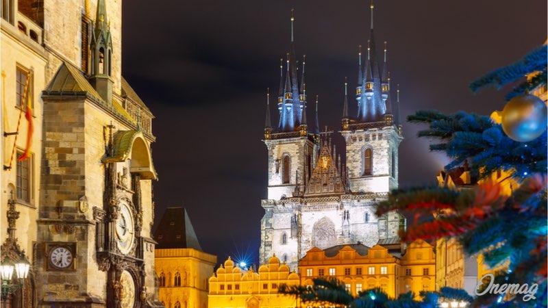 Capodanno a Praga vicino alla Torre dell'Orologio