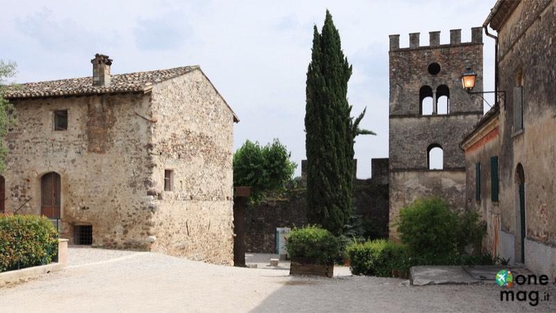 Cosa vedere a Castellaro Lagusello, veduta del borgo