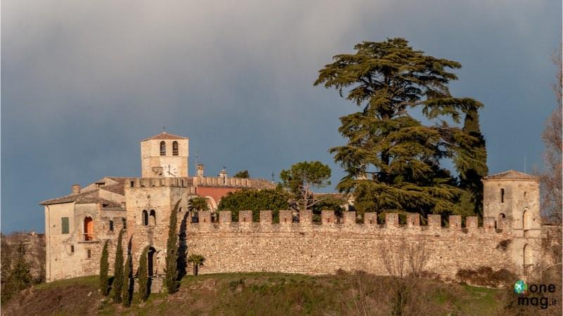 Cosa vedere a Castellaro Lagusello, veduta del castello