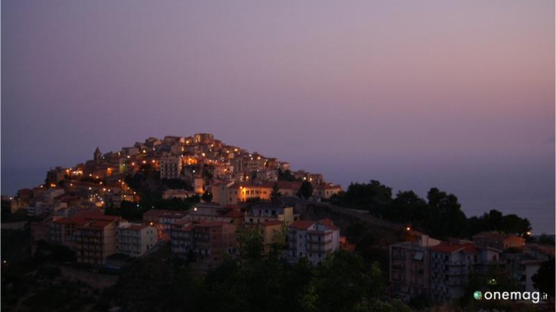Cosa vedere a San Marco D'Alunzio, veduta notturna della città