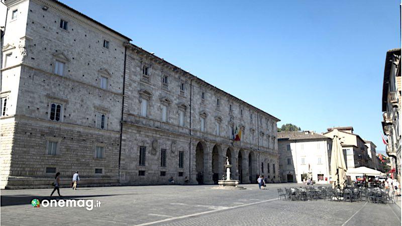 Ascoli Piceno, Palazzo Arringo