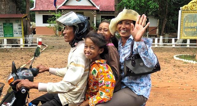 Cosa vedere a Siem Reap, strada con motorino
