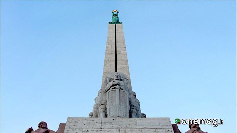 Riga. Obelisco del Monumento alla Libertà