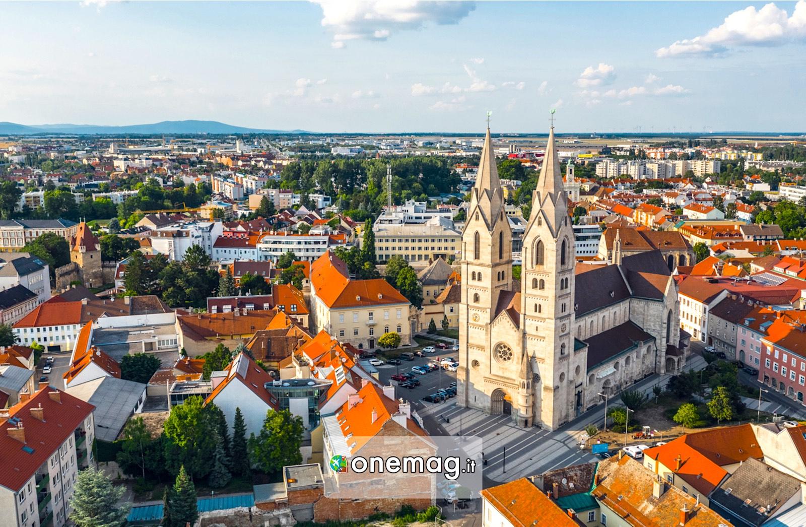 Wiener Neustadt, Austria   La città bagnata dal fiume ...