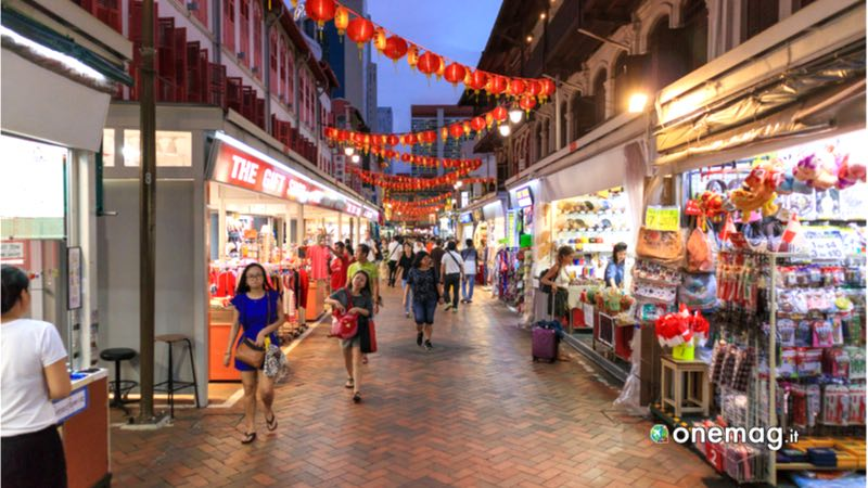 Il quartiere Chinatown di Singapore, strada con negozi