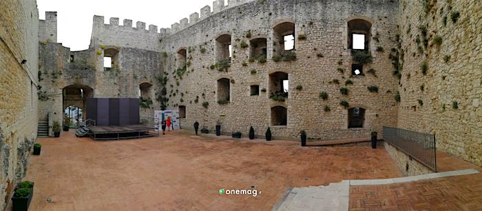 Cosa vedere al Castello Monforte cortile interno