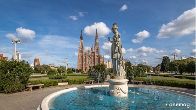 Cosa vedere a La Plata, Cattedrale e Piazza Moreno
